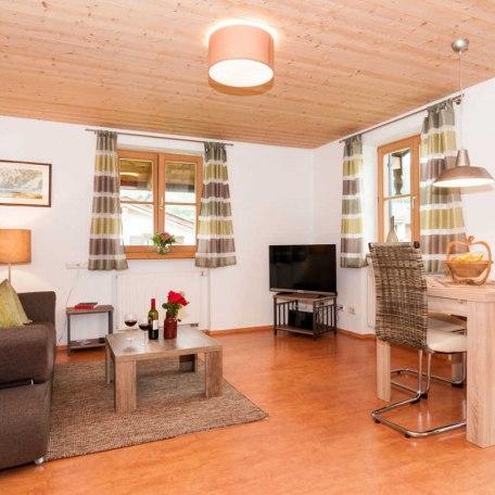 FW Ringberg, Gemütliche Couch mit Flachbildfernseher, © im-web.de/ Tourist-Information Bad Wiessee