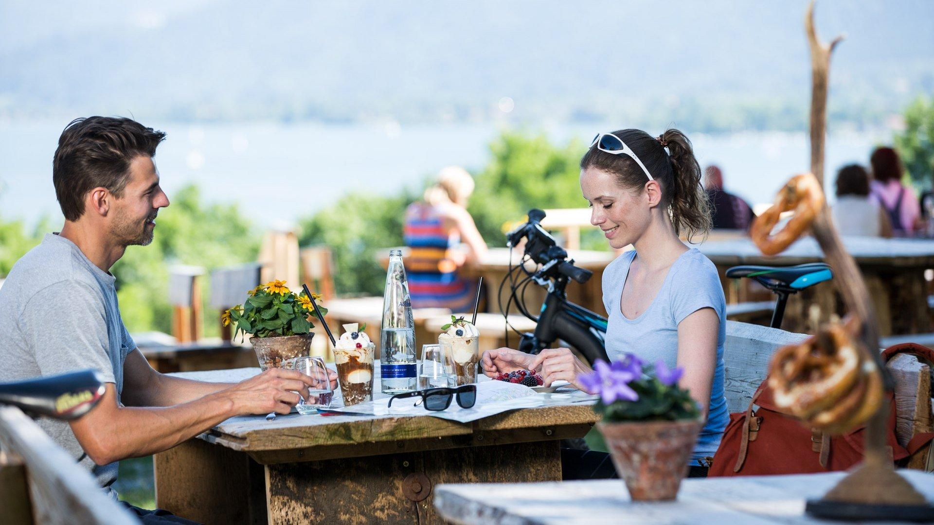 Bei einer Rast auf dem Gut Kaltenbrunn in Gmund kann man die lokale Gastronomie genießen., © Hansi Heckmair