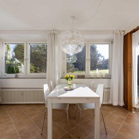 Helles, freundliches & geräumiges Wohnzimmer, © im-web.de/ Alpenregion Tegernsee Schliersee Kommunalunternehmen