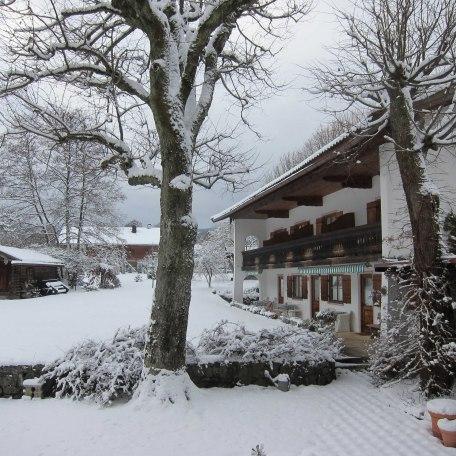 winterlicher Garten, © im-web.de/ Tourist-Information Rottach-Egern