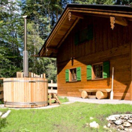 Jacuzzi im Garten - Wellness in der Natur, © im-web.de/ Tourist-Information Rottach-Egern