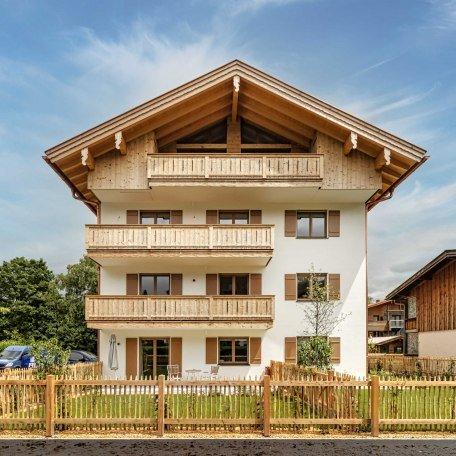 Westseite des Hauses mit dem Balkon des Appartements Dirndl ganz oben, © im-web.de/ Alpenregion Tegernsee Schliersee Kommunalunternehmen