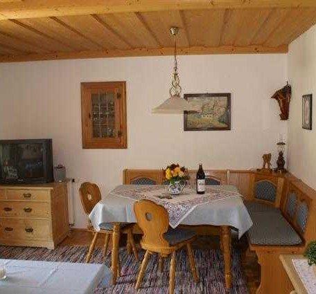Wohnzimmer mit Sitzecke, Flachbildschirmfernseher, © im-web.de/ Tourist-Information Rottach-Egern