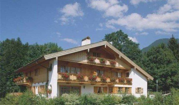 Gästehaus Lesch Hausansicht, © im-web.de/ Tourist-Information Kreuth