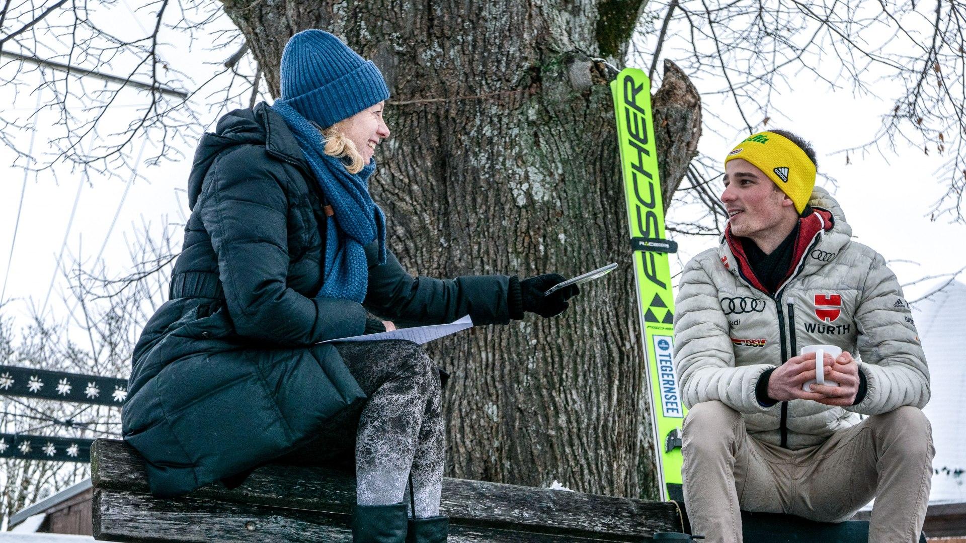 Ines Wagner interviewt Skispringer Moritz Baer, © DER TEGERNSEE, Isabelle Munstermann