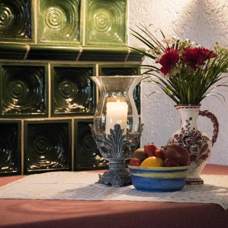 Frühstücksraum mit gemütlichem Kachelofen, © im-web.de/ Tourist-Information Kreuth