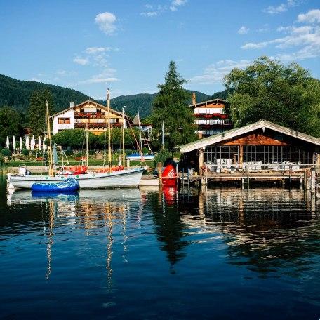 Hotel Terrassenhof mit Bootshaus, Ansicht von Seeseite, © im-web.de/ Tourist-Information Bad Wiessee