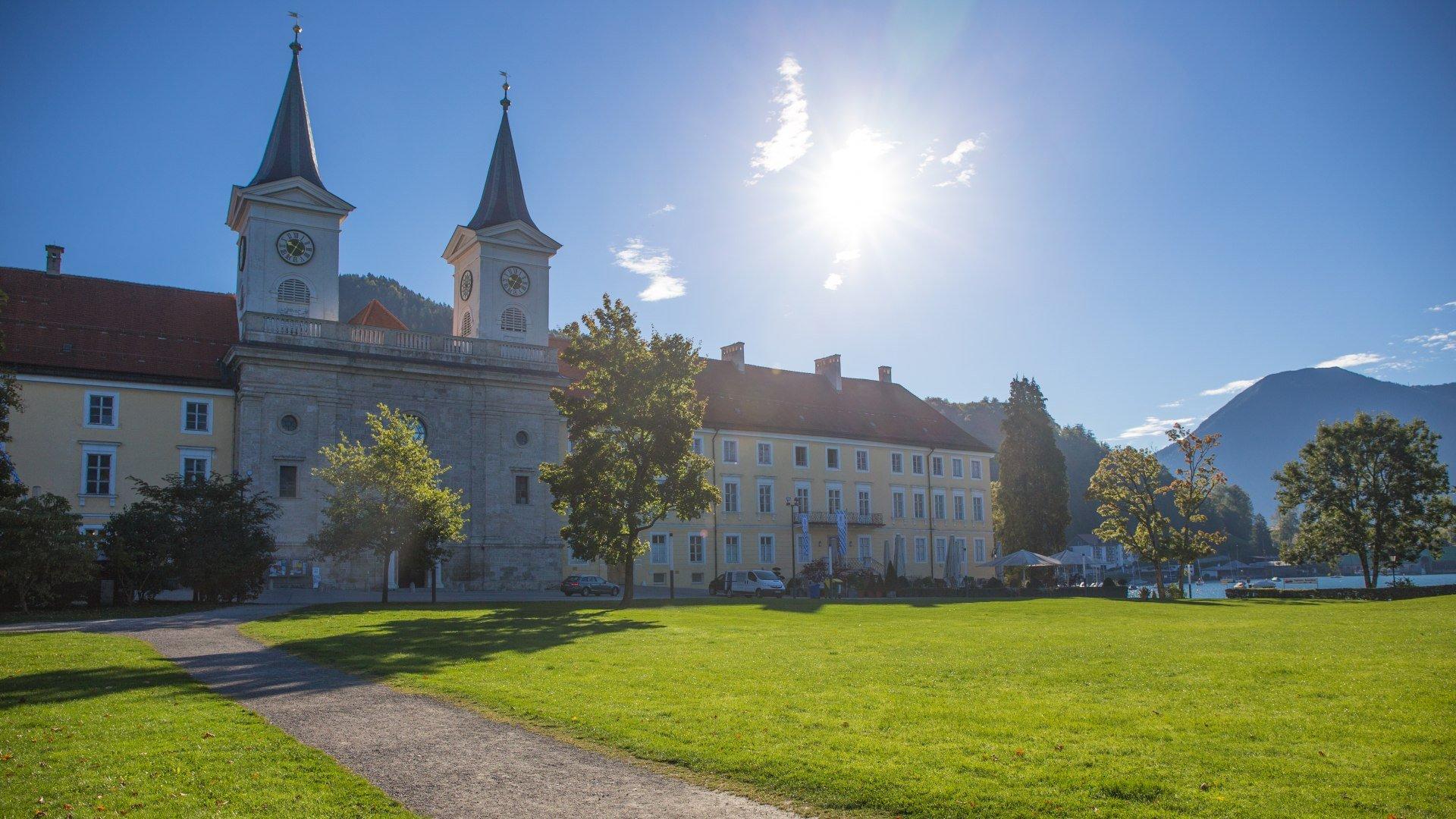Die Kirche des ehemaligen Kloster Tegernsee, © Christoph Schempershofe