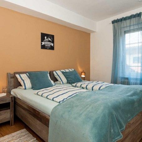 1. Schlafzimmer mit 180 cm breitem Doppelbett, © im-web.de/ Tourist-Information Gmund am Tegernsee