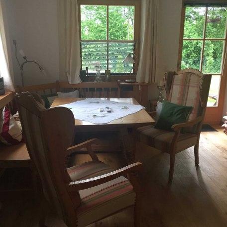 gemütliche Sitz-/Essecke mit Grünblick, © im-web.de/ Tourist-Information Rottach-Egern