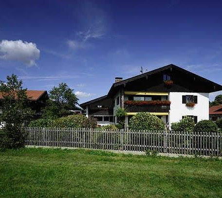 Ansicht des Hauses von der Hauptstraße, © im-web.de/ Tourist-Information Gmund am Tegernsee