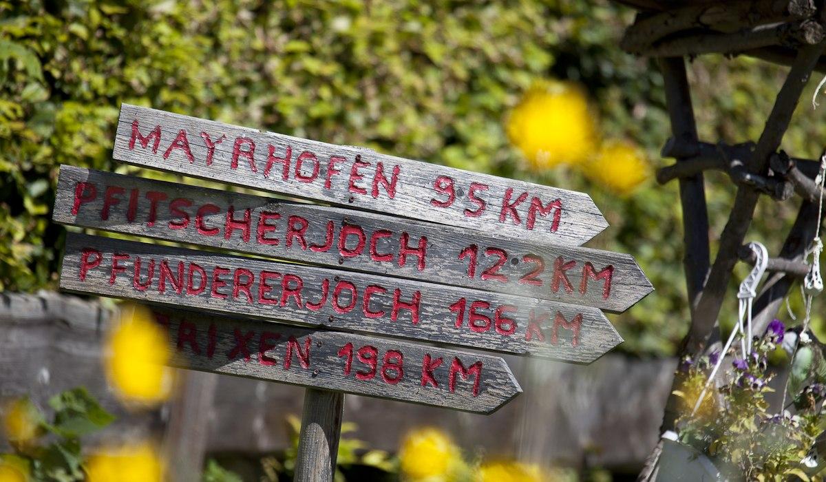 Wegweiser bei der Alpenüberquerung, © www.die-alpenüberquerung.com