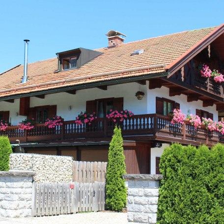 Außenansicht mit Einfahrt, © im-web.de/ Tourist-Information Bad Wiessee