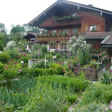Außenansicht Ost Blick über den Bauerngarten, © im-web.de/ Tourist-Information Rottach-Egern