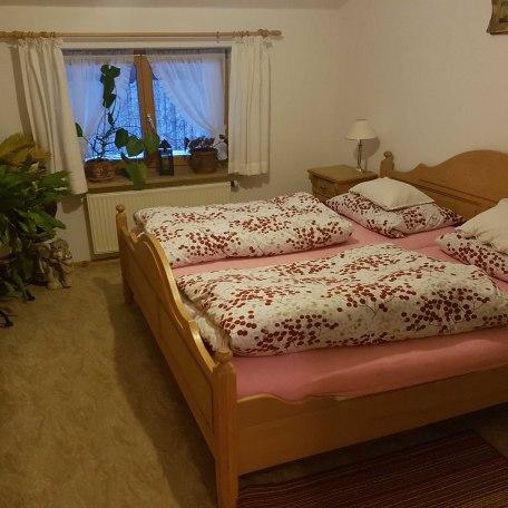 Schlafzimmer Ferienwohnung Mayr, © im-web.de/ Tourist-Information Kreuth