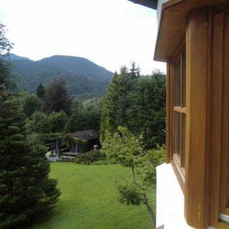 Blick von der Terrasse in die Grünanlage, © im-web.de/ Tourist-Information Kreuth